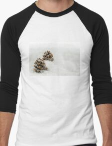 Fir Cones in a Snow Scene Men's Baseball ¾ T-Shirt