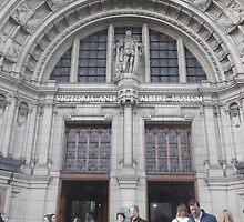 Victoria & Albert museum/Front gate -(260312)- digital photo by paulramnora