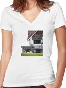 The Pigeon Pub Women's Fitted V-Neck T-Shirt