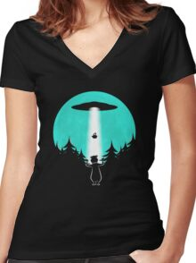 Pic-i-nic? Women's Fitted V-Neck T-Shirt