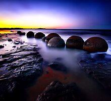 Moeraki Boulders by damienlee