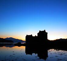 Eilean Donan Castle by dowzerr