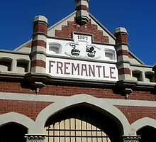 Fremantle Market Building by kalaryder