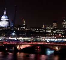 London Panorama by Stuart  Gennery