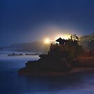 Pura Tanah lot  by Paul Moore