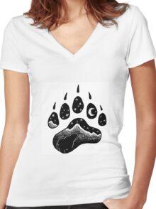 Goodnight Bear Women's Fitted V-Neck T-Shirt