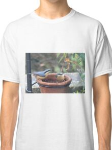 Do you mind - we're feeding here Classic T-Shirt
