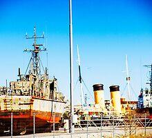 Ships Ahoy! by tutulele