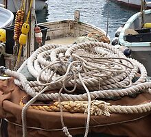 THE ROPES AND GROUND BAIT.....  Camogli - Italy -1700 visualizzaz. a gennaio 2013 --- RB EXPLORE VETRINA 21 APRILE 2012 - by Guendalyn