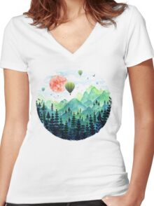 Roundscape Women's Fitted V-Neck T-Shirt