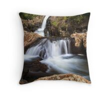 Kaiate middle falls Throw Pillow
