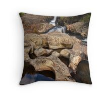 Kaiate sculptured rocks Throw Pillow