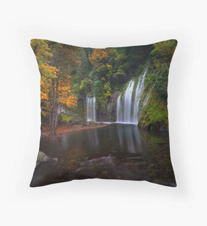 Muchas Cascadas Throw Pillow