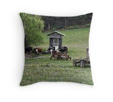 A cow's life Throw Pillow