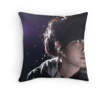 Think,look,search Throw Pillow