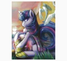 Twilight Sparkle on alien shores Kids Tee