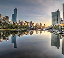 Dawn on the Yarra river by shaynetwright
