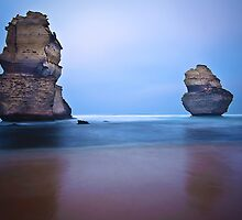 Apostles at dawn. by Darren  Rooney