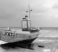 B&W boat in Dungeness by Ben Holmes