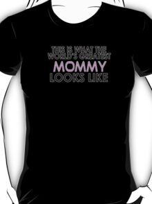 THIS IS WHAT THE WORLD'S GREATEST MOMMY LOOKS LIKE T-Shirt