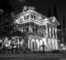 Haunted Mansion - Night by Pschtyckque