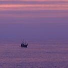 "Purple Ocean With The ""Pirate"" Ship - Océano Violeta con Marigalante by PtoVallartaMex"