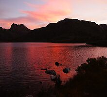 Beautiful Tasmania - night falls on Cradle Mountain by georgieboy98