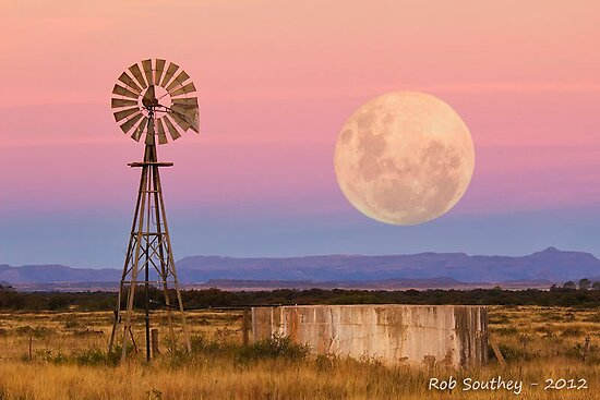 Twilight Super Moon by Rob  Southey