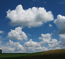 Hill with Cumulus by NafetsNuarb