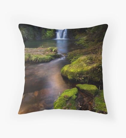 Whataroa emerald moss Throw Pillow