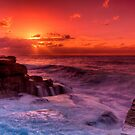 Maroubra sunrise by Erik Schlogl