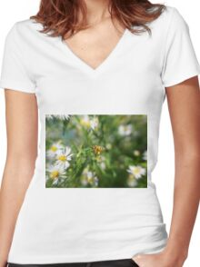 Bee in the flight Women's Fitted V-Neck T-Shirt