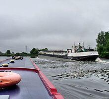 Battlestone passing,  River Trent........! by Roy  Massicks
