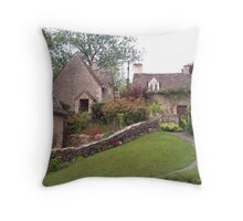 COTTAGE HILL Throw Pillow