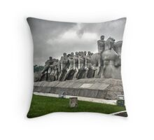 Monumento as Bandeiras Throw Pillow