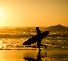 Surfer running by homydesign