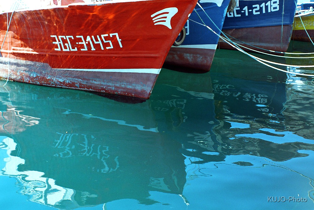 Reflection of red and blue Boats by KUJO-Photo