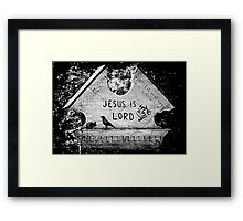The raven and the mouse can't agree on anything Framed Print