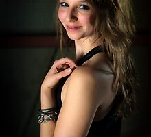 Paulina Shoulder 3 by wulfman65