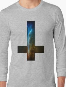Upside down cross sticker/t-shirt T-Shirt