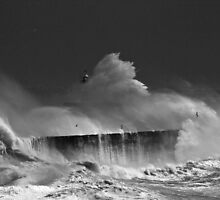 Crashing Waves by jamesdt