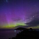 Aurora Australis + meteorite, 7 November 2-15 by Odille Esmonde-Morgan