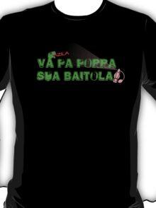 "Camisa: ""Vá pa porra sua baitola!"" -PC Dinoman T-Shirt"