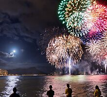 Spectacular Fireworks in Waikiki 2 by Alex Preiss