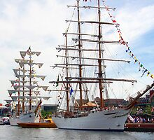 Cisne Branco and the Cuauhtémoc by WalnutHill