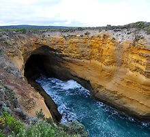 Thunder Cave. Port Campbell National Park, Victoria, Australia by Ralph de Zilva