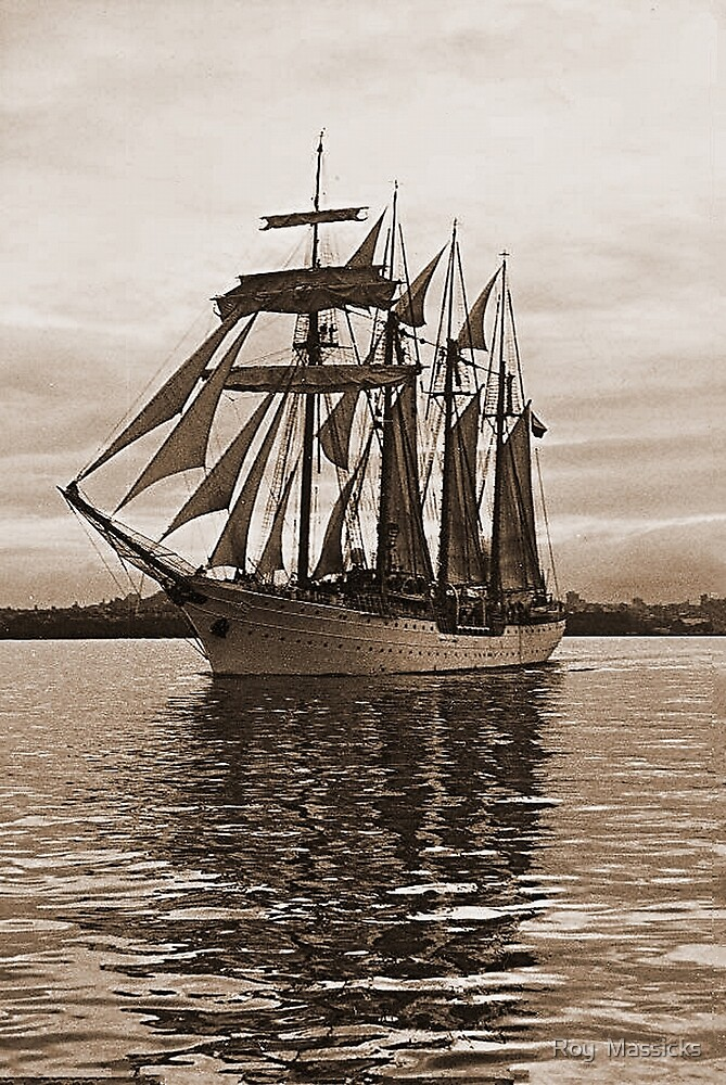 'Esmeralda' leaves Auckland under sail........! by Roy  Massicks
