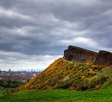 Salisbury Crags by Tom Gomez