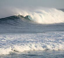 Big Wave at Yalls by Leonie Mac Lean