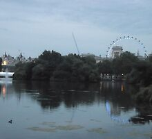 London Eye/(3 of 5) -(050712)- digital photo by paulramnora